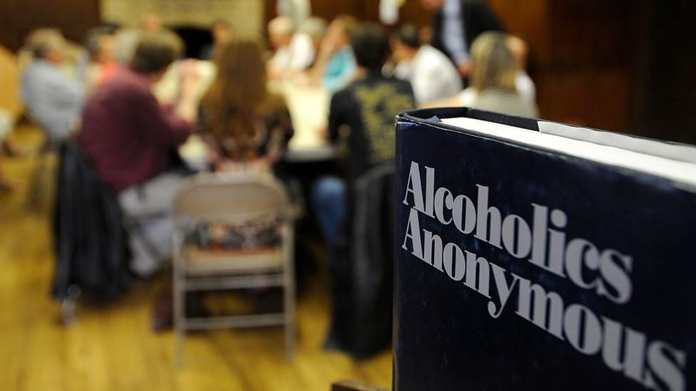 Anonimni alkoholičari se teško okupljaju preko interneta u vreme korona virusa