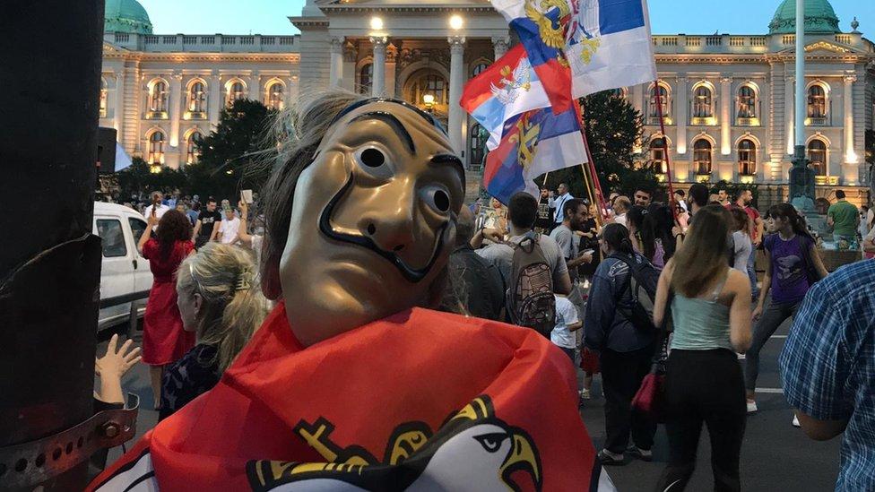 Demonstranti ispred Skupštine