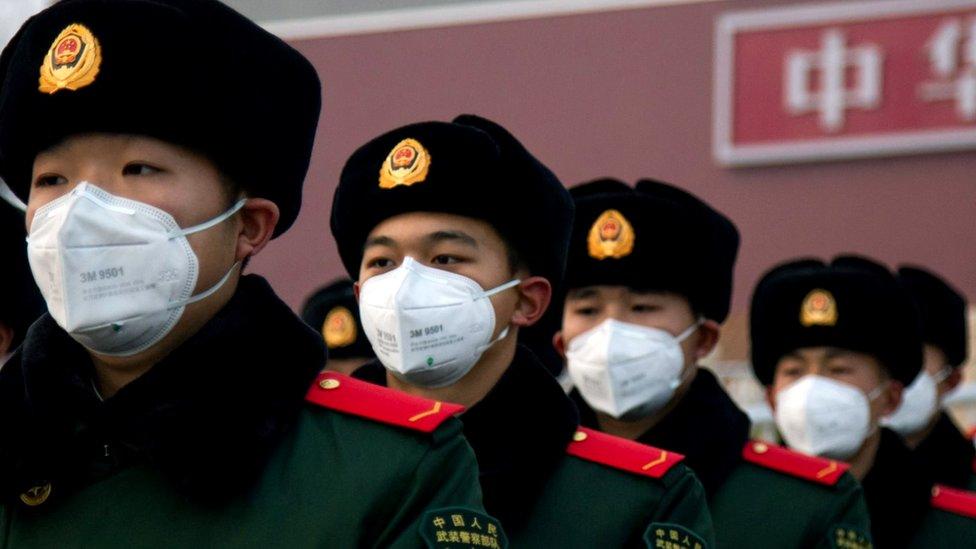 Policija u Kini sa maksama