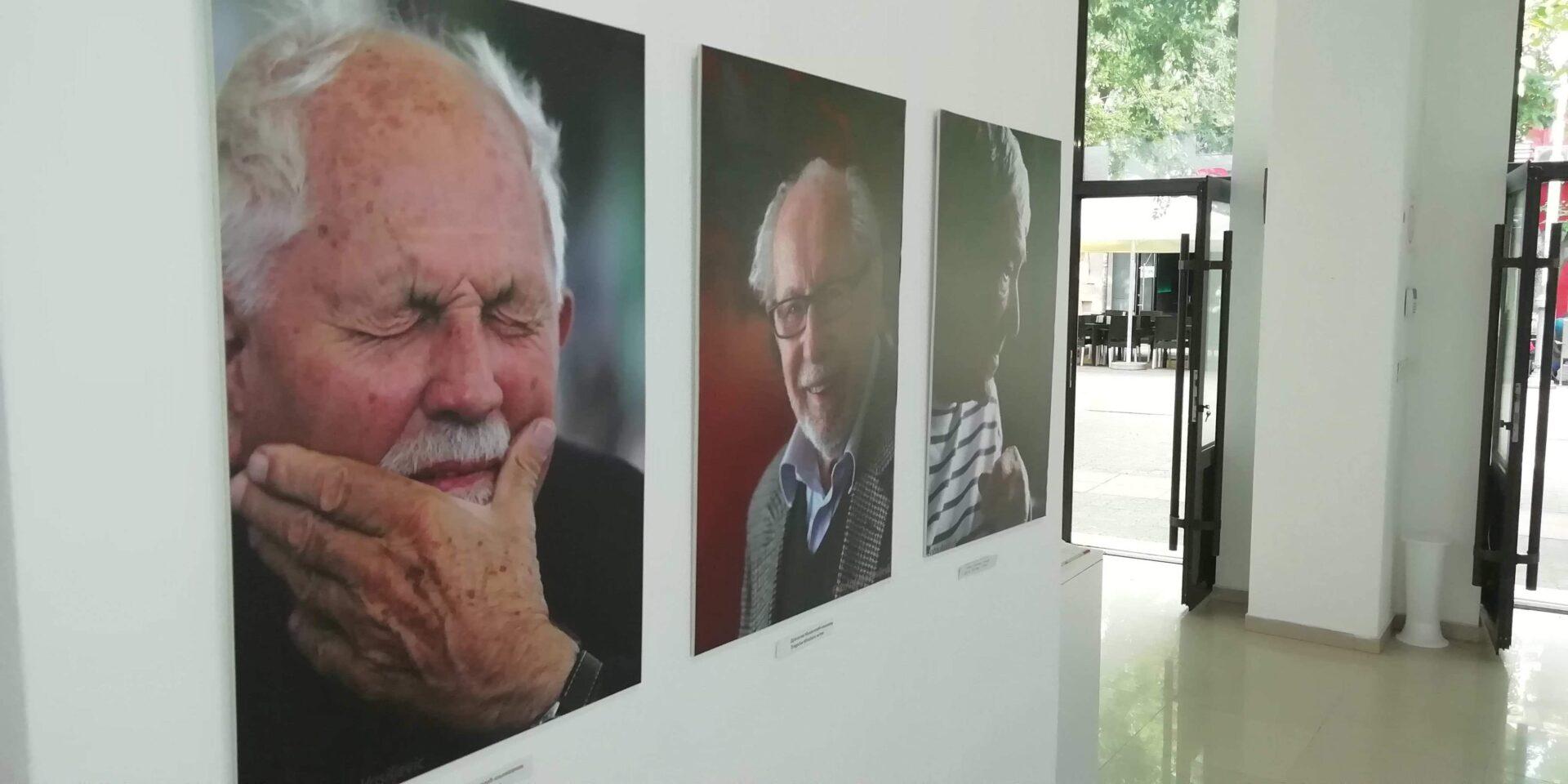 """Galerija Savremene umetnosti - """"Portreti sa intervjua""""- Od lica do lica"""