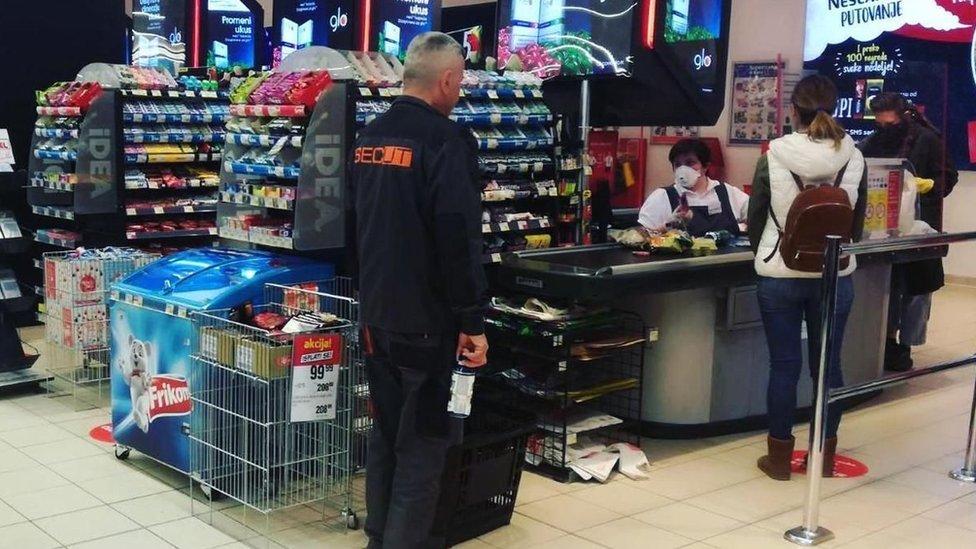 redovi u prodavnici