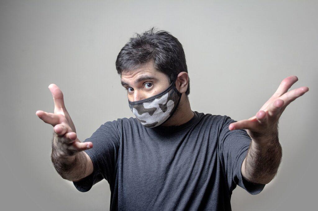 covek sa maskom