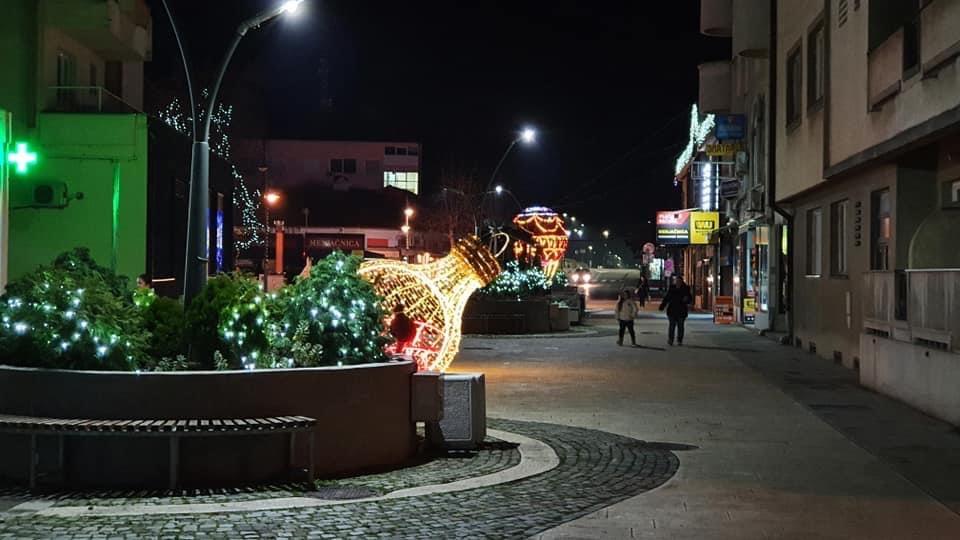 Petrovac centar novogodišnja dekoracija