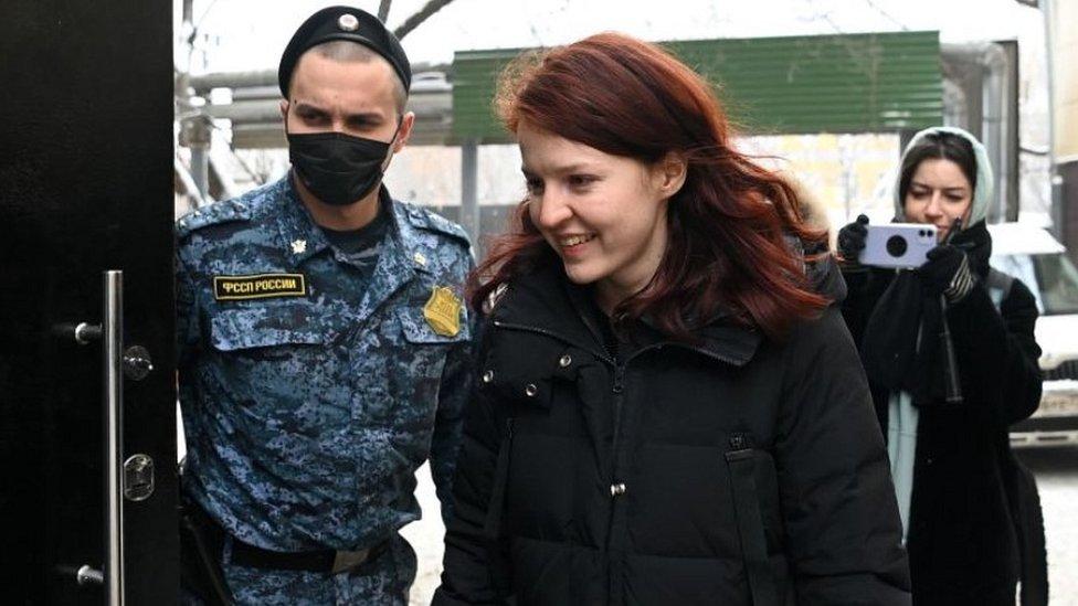 Kira Yarmysh entering a Moscow court, 22 Jan 21