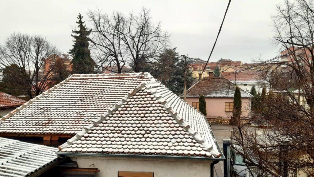 sneg na krovu