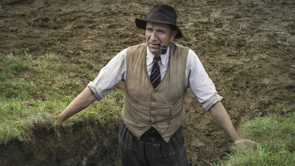 Ralph Fiennes in The Dig