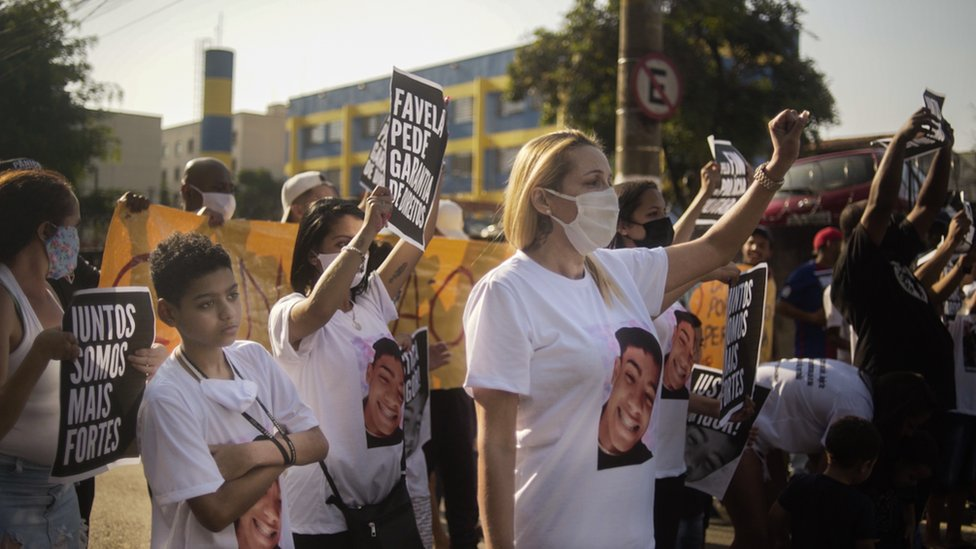 Ana-Paula with her family protest Igor's death