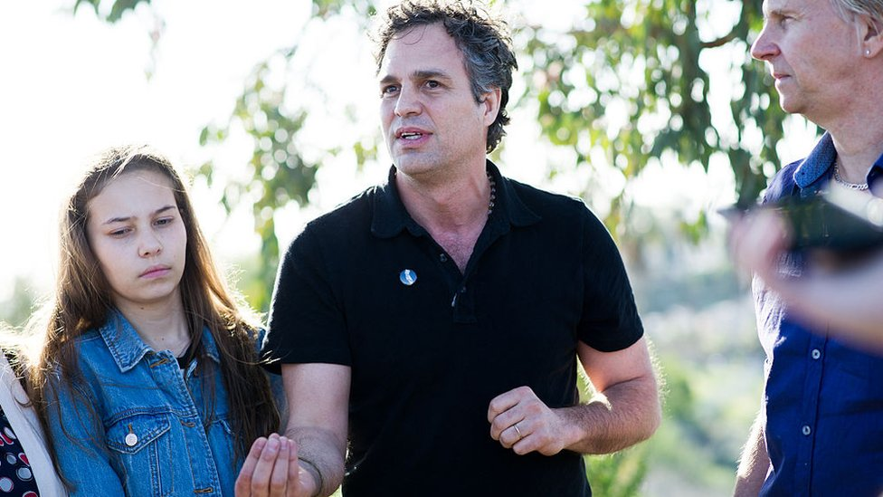 Nalleli Cobo and Mark Ruffalo in a tour around oil wells in Los Angeles in 2016.