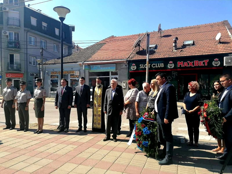 delegacije polažu vence Kosovska
